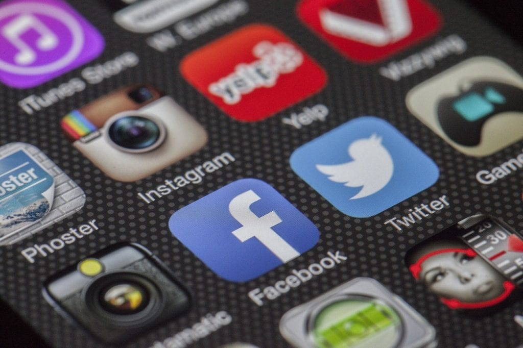 bisnis online dengan social media