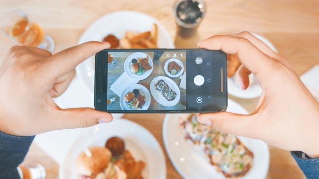 makanan media sosial