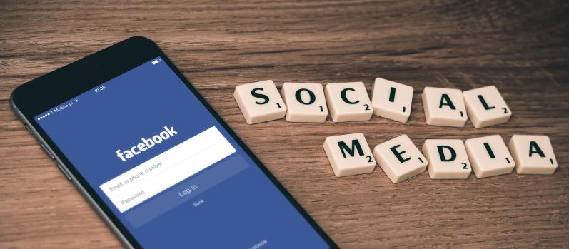 iklan media sosial