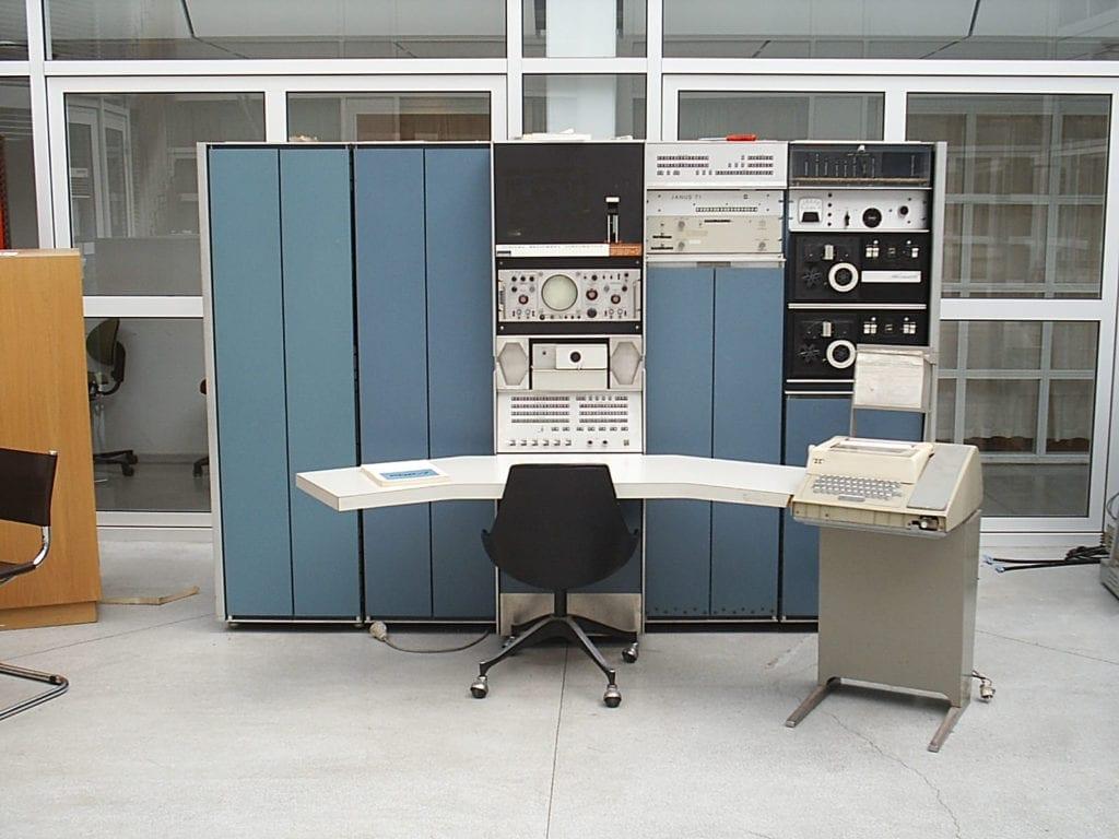 komputer generasi kedua IBM