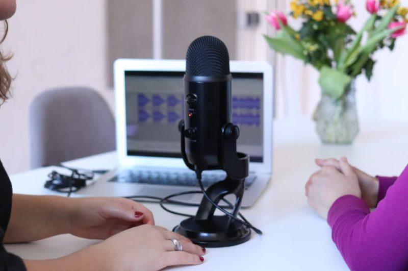 Apa itu Podcast? Kenali Definisi, Fungsi dan Cara Membuatnya di Sini!